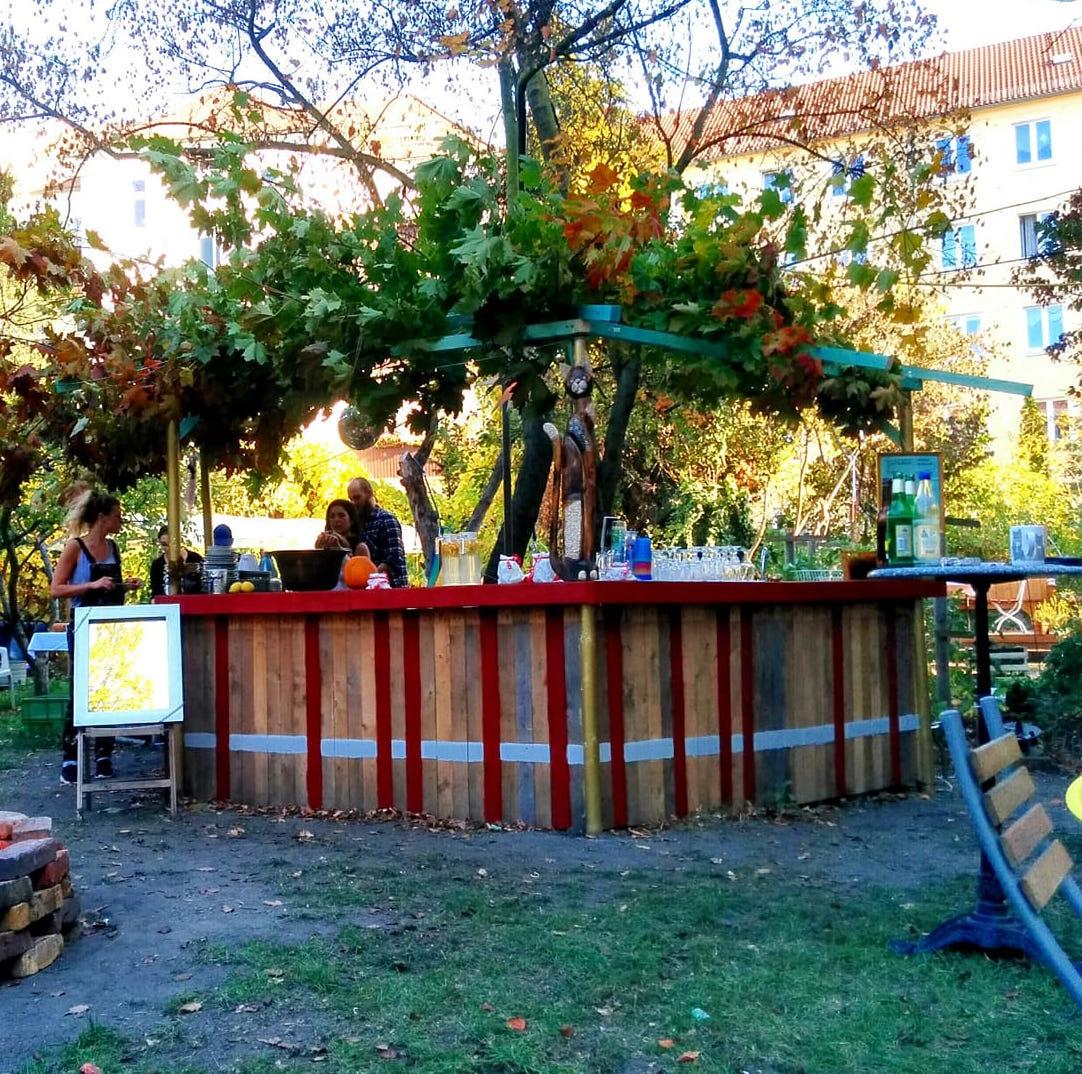 Unsere neue Bar im Garten